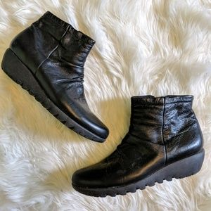 Munro black leather wedge ankle boots